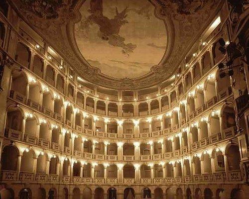 """Il teatro Fraschini, prima detto """"dei quattro cavalieri"""", è dedicato a Gaetano Fraschini, famoso"""