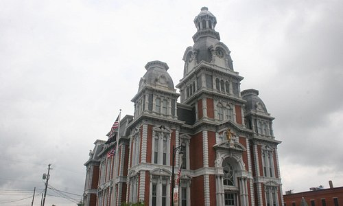 A Proper View of Van Wert Courthouse