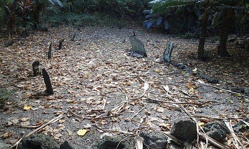 Burial Site on Hat Island