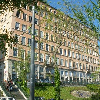 Maison du temps aux 365 fenêtres Place Rouville