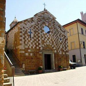 facciata sulla piazza