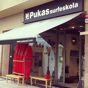 You will recognize the entrance at Avenida Zurriola 24, San Sebastian