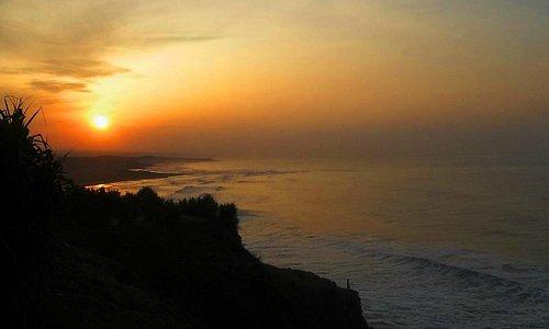 Sunrise di Puncak Guha