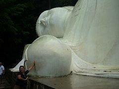 Самый большой лежащий Будда Вьетнама.