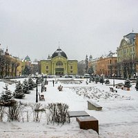 Chernivtsi: Teatralna Square in winter