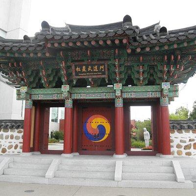 HU Lee International Gate Garden