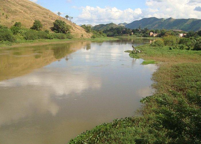Rio Guandu, cortando a região do bairro Nova Belém