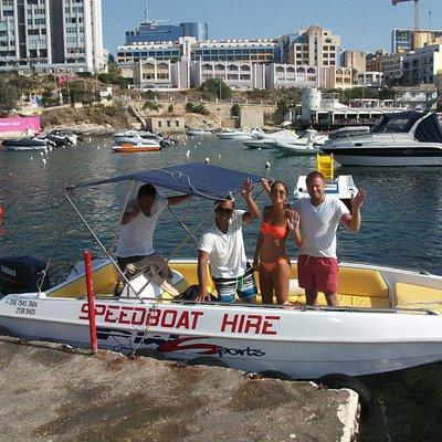 Self drive speed boats