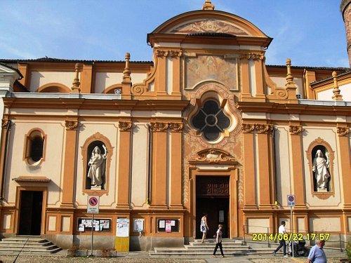 facciata chiesa dei ss.Cosma e Damiano giugno 2014