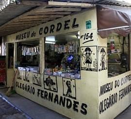"""Barraca onde fica o """"Museu"""" Do Cordel Olegário Fernandes"""
