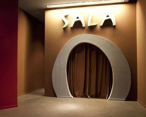 Puerta de acceso a la sala.