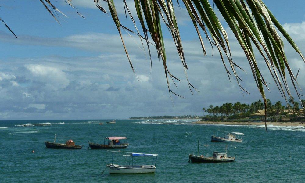 vista com os barcos de pescadores