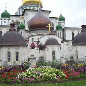 Церковь святых равноапостольных Константина и Елены