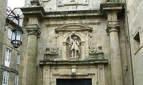 Fachada de la iglesia de San Pelayo