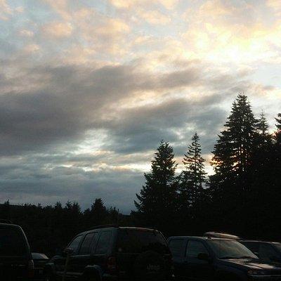 Ooooo pretty sunsets! Waiting for dusk!