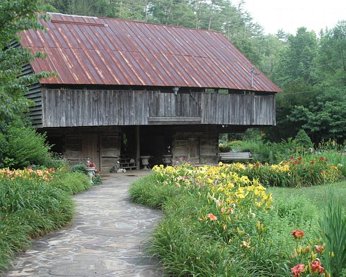 134 year old Cantilever Barn!