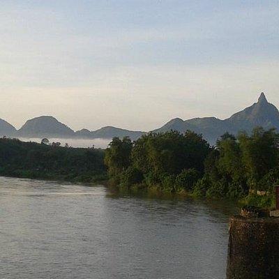 Sungai Lematang Berlatar Bukit Serelo