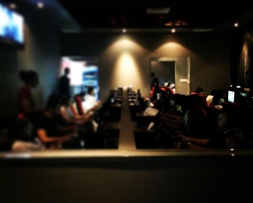 Quiet Day at Last Resort Internet Cafe AbuDhabi