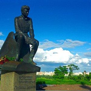 Kyiv: Military Pilots' (Leonid Bykov) Monument