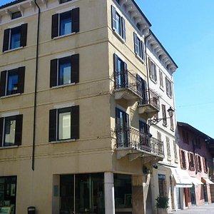 edificio dove risiede la galleria Zacchi