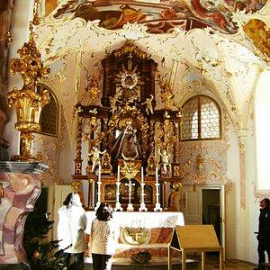 In der Wallfahrtskirche-1-