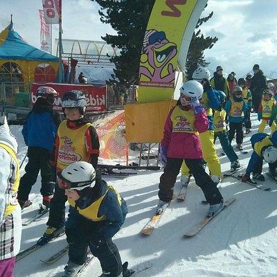Eingang zur Kinderskischule oben im Skigebiet