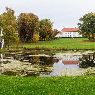 Spejlskulptur i Palsgård park
