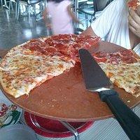 Pizza delgada y crujiente
