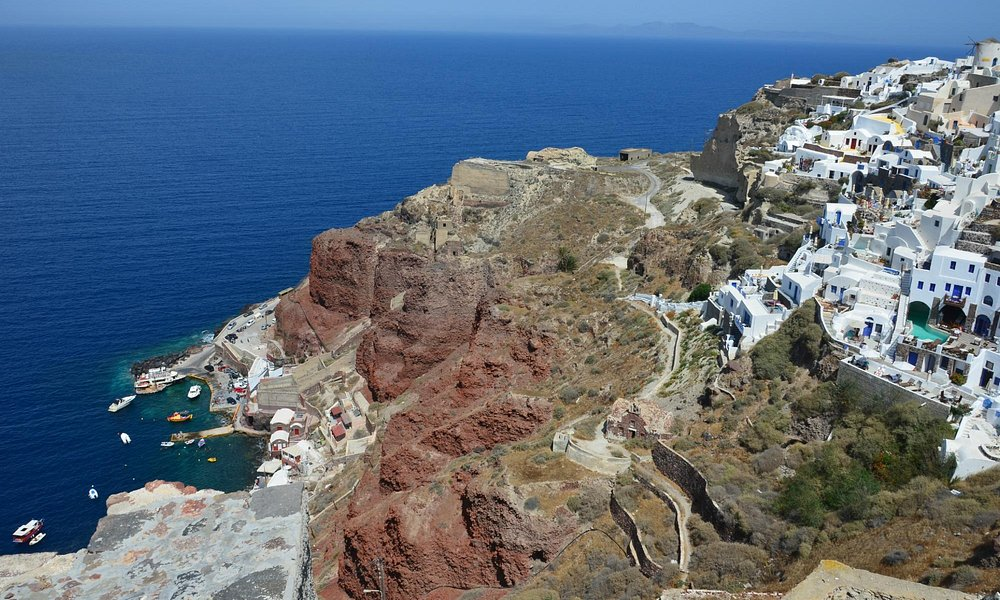 View of the port from the height of Oia
