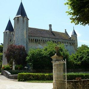 le chateau aux tours octogonales