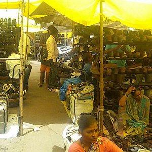 Juna Bazaar ( a flea market ), Mangalwar Peth, Near Old RTO, Pune.  Photo by Dhairyashil.