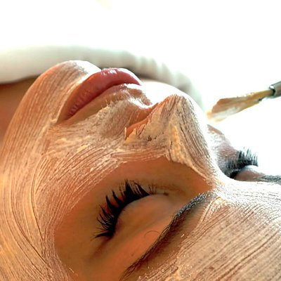 Facial hidratante.  / Hydrating Facial