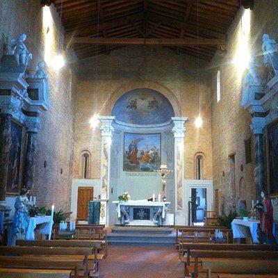 Interno della Pieve di San Giovanni Evangelista a Monterappoli