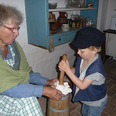 Helping in the kitchen at Amagermuseet in Dragør