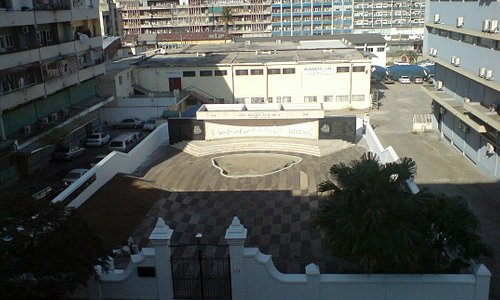 I was living in a build in front of this monument for 3 years without understand what this inter
