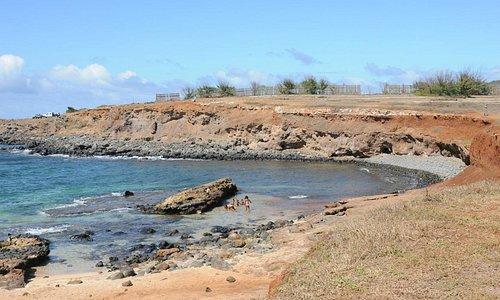 Swimming cove and beach at Mo'o'omi