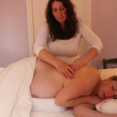 Very nurturing pregnancy massage