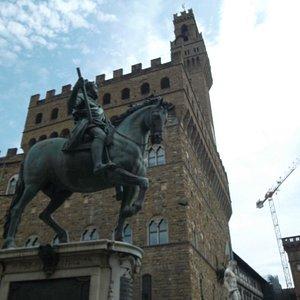 Cosimo I de' Medici Statue