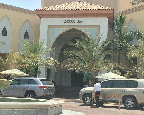 Main entrance with valle parking. Souq al Beri