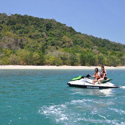 Cruise along the island.