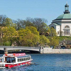 Hop-On Hop-Off Boat in front of Skeppsholmen