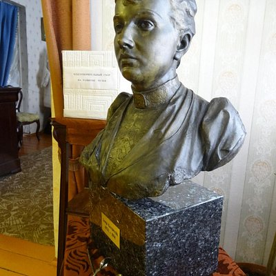 Бюст привезенный и подаренный Музею из Швеции