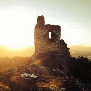 Torre del Castillo de Portilla a la tardecer.