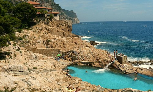 Private rock pool situated between Platja Fonda and Platja Fornell