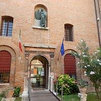 museo risorgimento&resistenza fe - cortile accesso