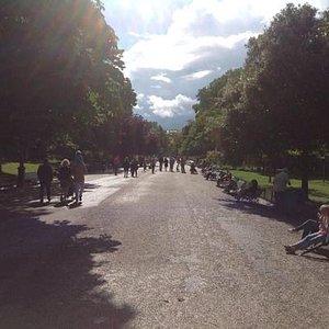 A promenade in Le Parc Monceau