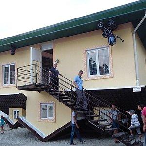 Дом крышей вниз