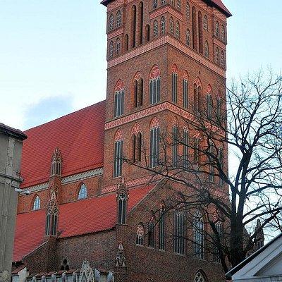 Kościół św. Jakuba - view form side street.