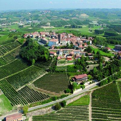 Il Borgo storico ed il Castello di Moasca