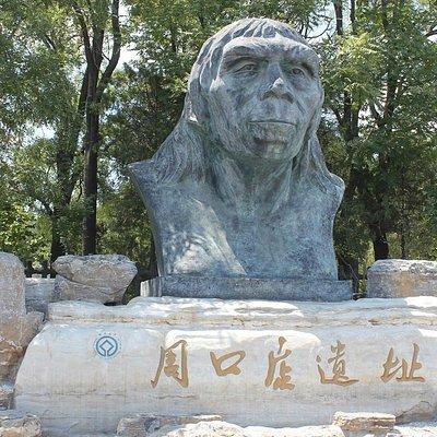 正面入り口にある北京原人像